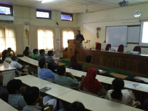 Dr Mansoor delivering the talk in CSE Seminar Hall