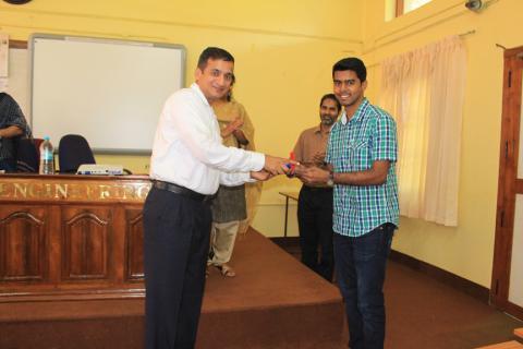 Mr. Anup Kumar receiving the Best Project award from Mr. Suresh Venkataraman